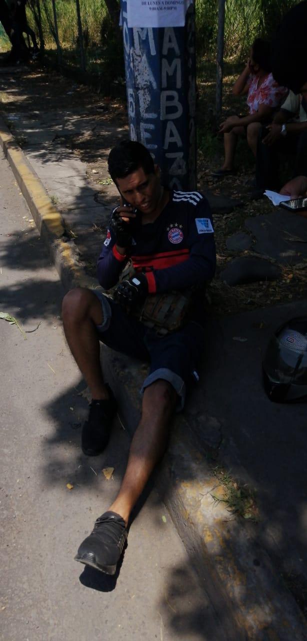 Motociclista lesionado en Veracruz tras salir proyectado contra el pavimento, pero no fue enviado al hospital