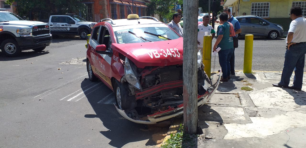 Volcadura en Pino Suárez deja 4 heridos