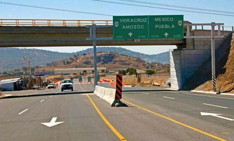 Vuelca tráiler en la autopista Puebla-Córdoba.