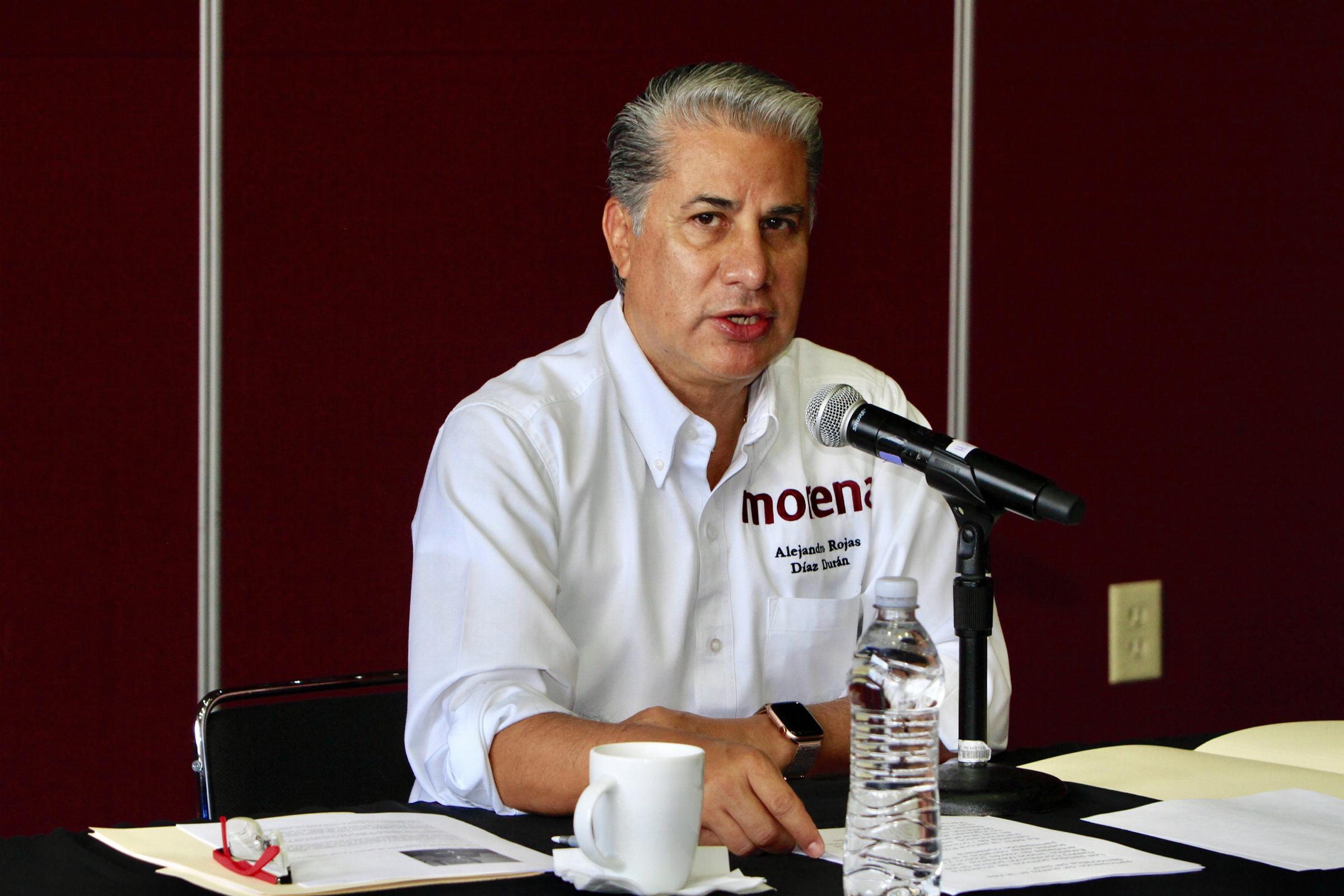 Alejandro Rojas Díaz toma el INE de manera pacífica