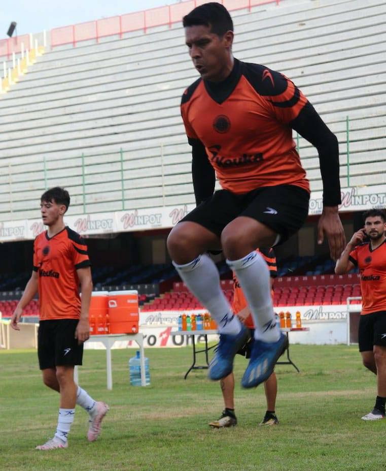 Atlético Veracruz y Mondragón entrenan en el Pirata
