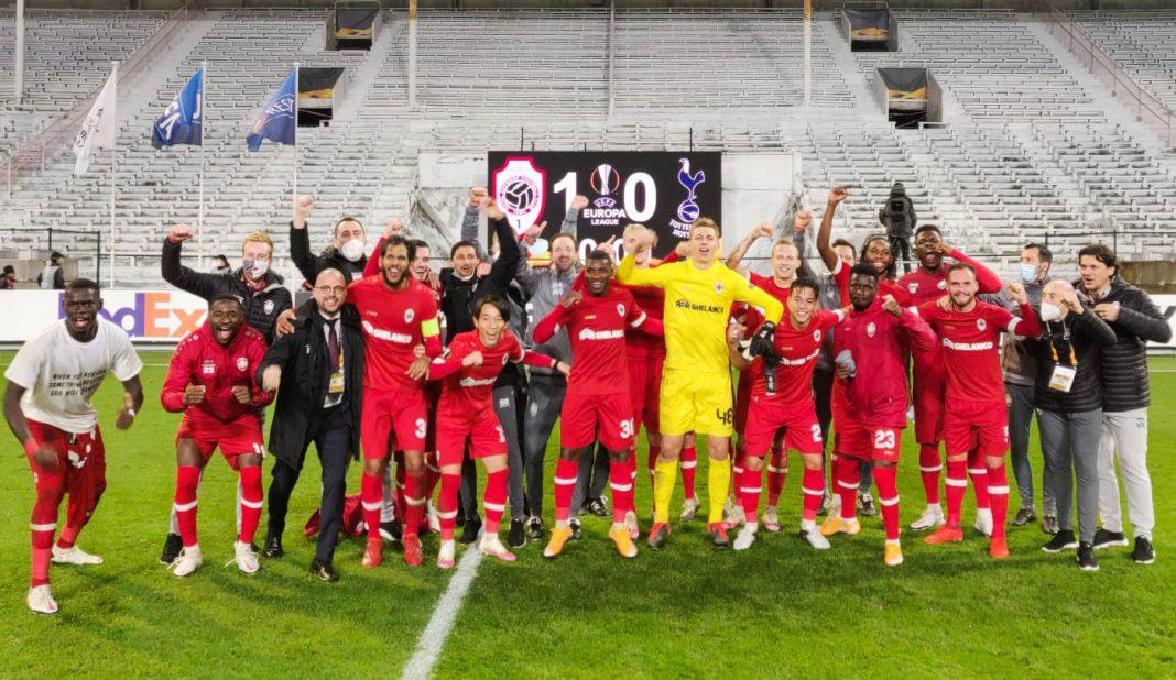 Antwerp da la campanada al vencer a Tottenham