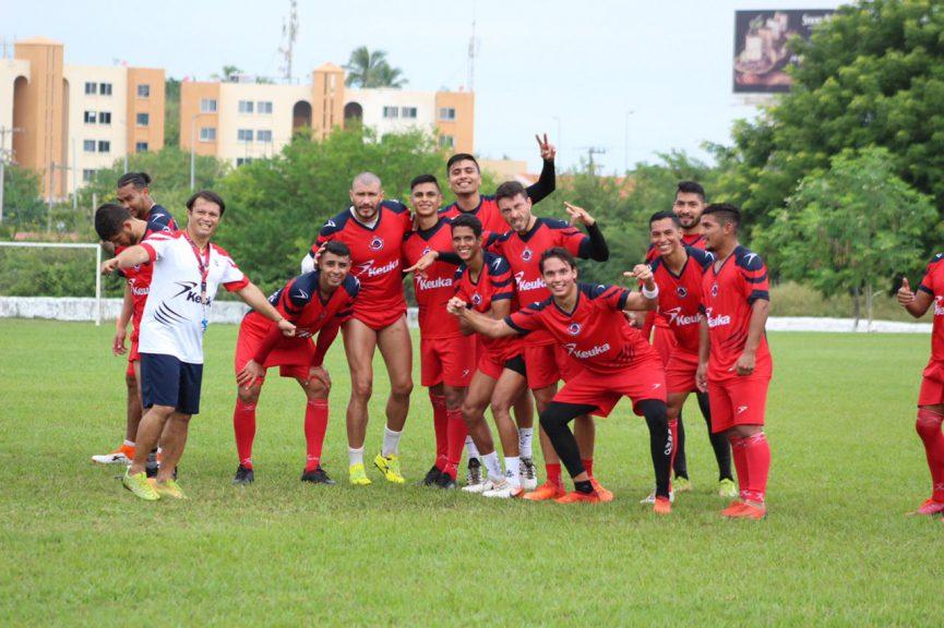 Club Tiburón entrena en las canchas de El Dorado de cara a su juego contra Leones Dorados