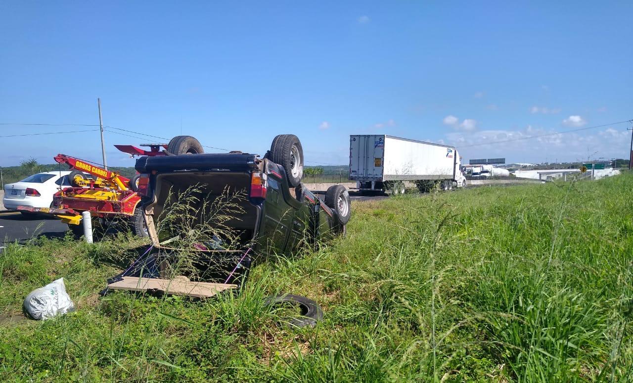 Vuelca y deja abandonada la camioneta cerca de San Julián.