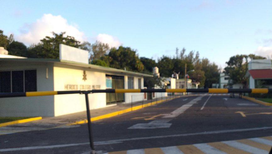 Roban escuela primaria dentro de zona militar de La Boticaria.