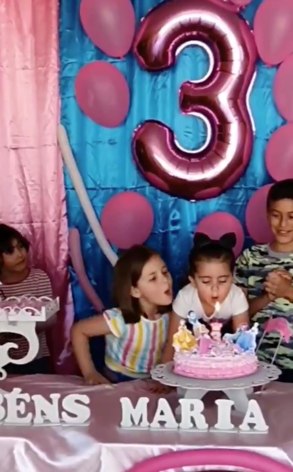 Niñas se hacen virales por la pelea que protagonizan en cumpleaños