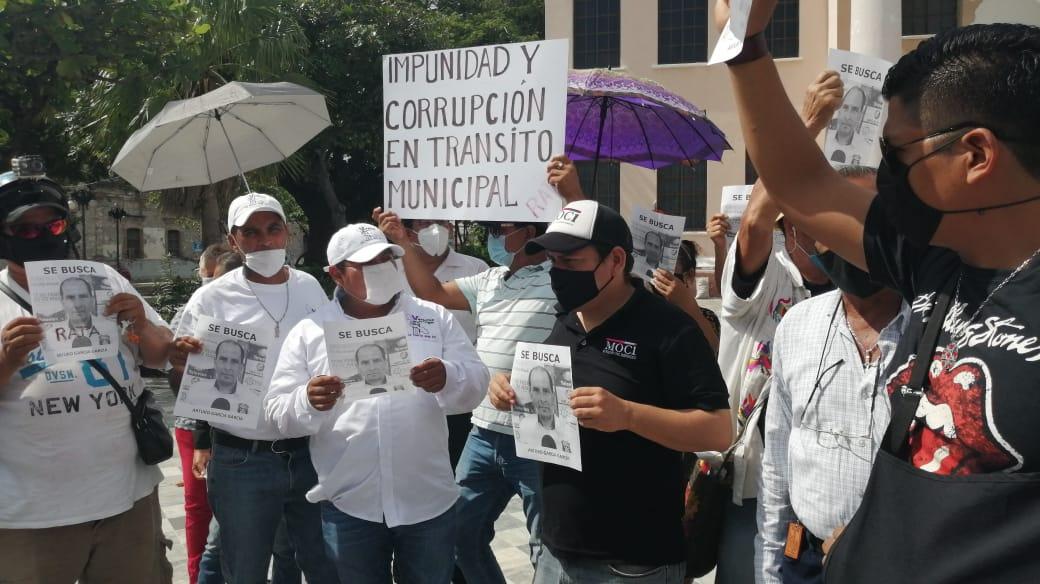 Marchan y protestan contra los retenes de tránsito municipal de Veracruz