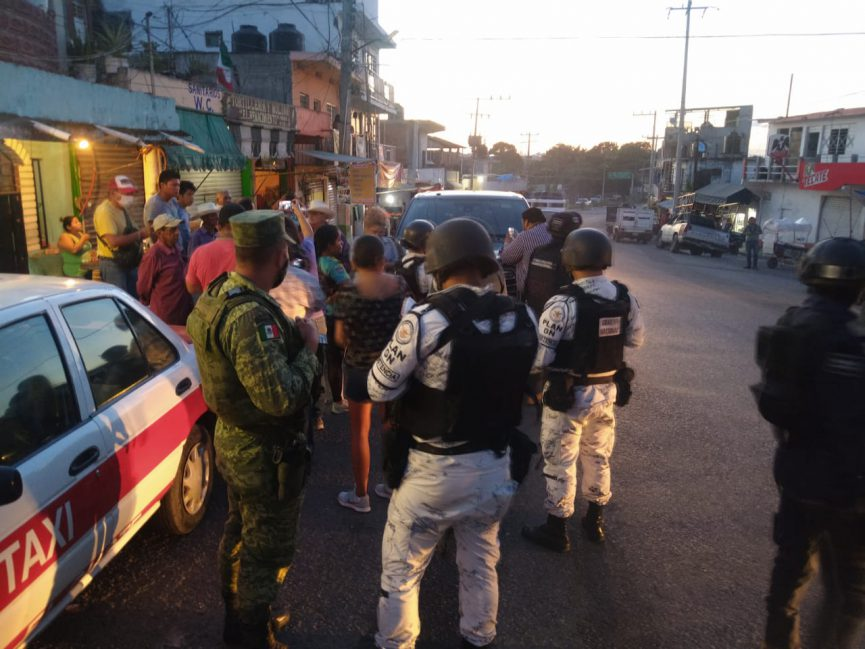 """Policías detienen a alcalde y a su esposa; los vieron """"sospechosos"""""""