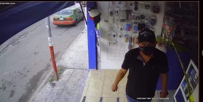 Alertan comerciantes por estafador con billetes falsos.
