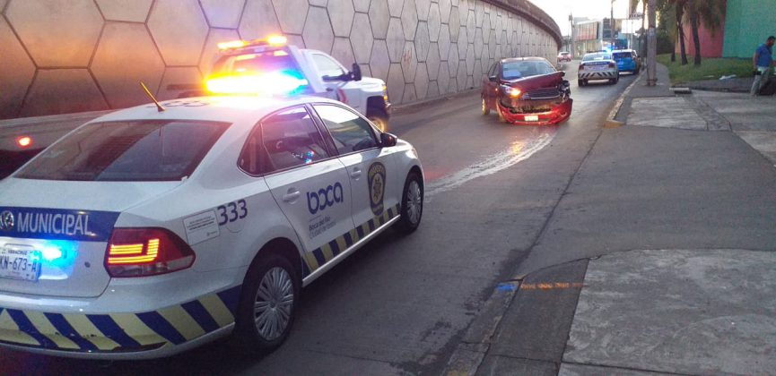 Conductora estrelló su auto contra el Bicentenario