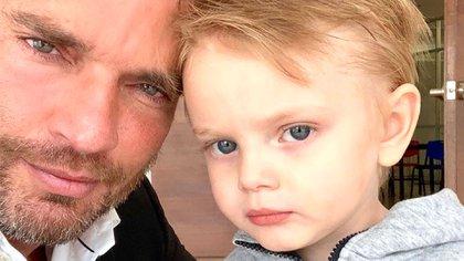 Julian Gil pierde la patria potestad de su hijo