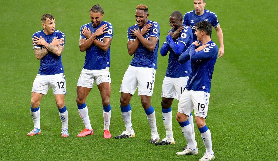 Doblete de James Rodríguez en cuarto triunfo al Everton