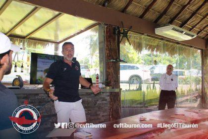 Don Roberto Matosas dio sesión de coaching al CVF Tiburón
