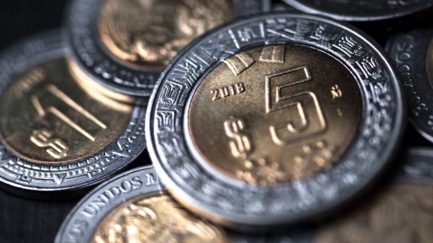 Peso mexicano pierde 0.02% frente al dólar.