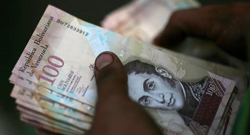 Devaluación: un dólar se cotiza por arriba del millón de bolívares