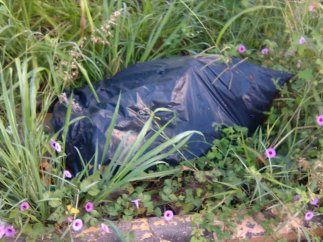 Encuentran cuerpo embolsado abandonado en la carretera Córdoba-Veracruz