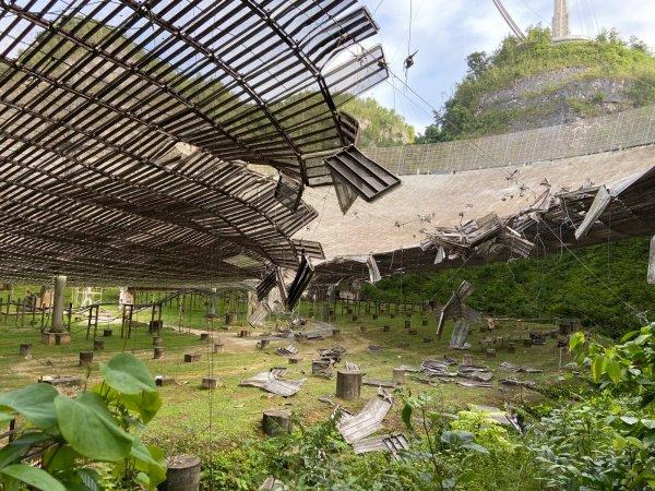 Desmantelarán el radiotelescopio de Arecibo.
