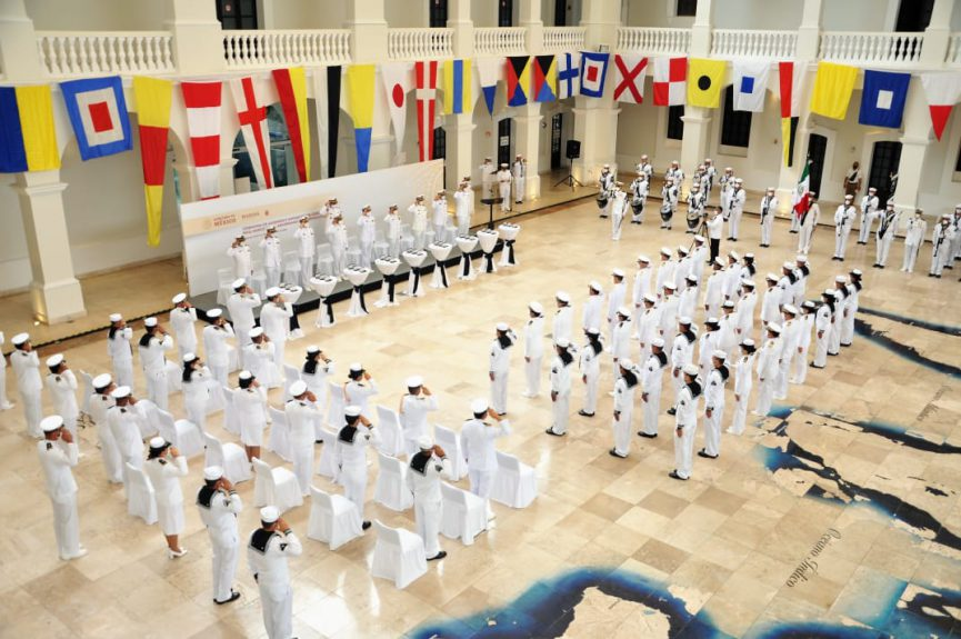 La Primera Región Naval entregó 182 ascensos a inmediato superior.