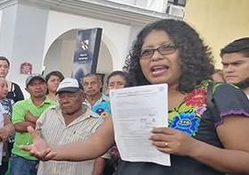 Antorchistas realizan cadena humana para exigir la conclusión de obras estatales