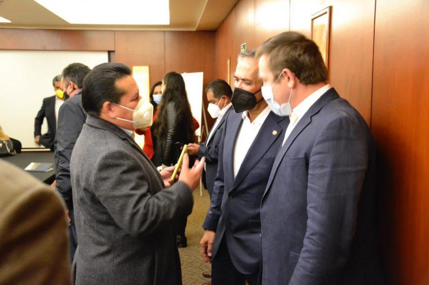 Perredistas de Veracruz llevan quejas a la FGR y al Senado