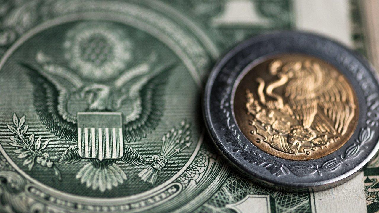 Peso mexicano pierde 0.1% en tipo de cambio