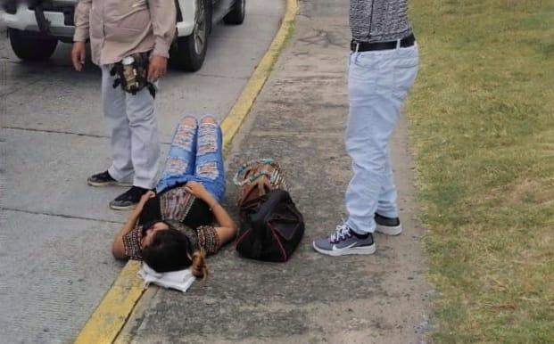 Mujer resulta herida al bajar de urbano en Boca del Río