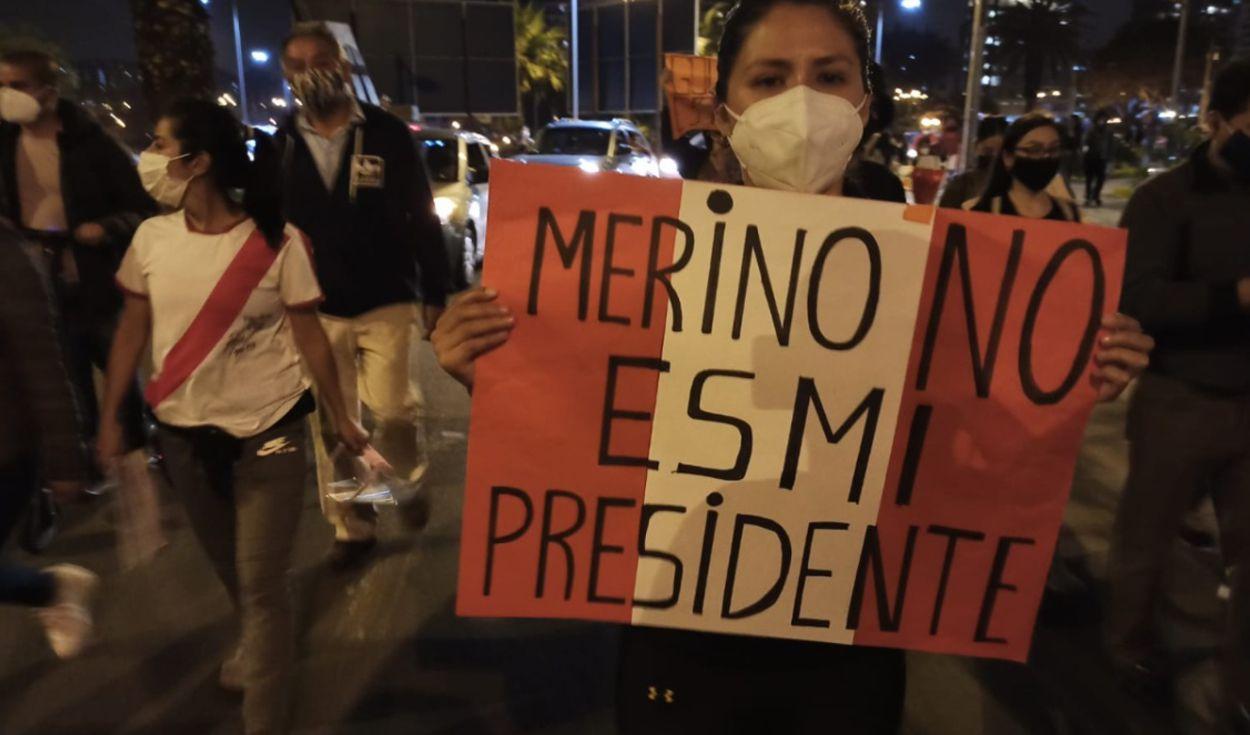 Policía reprime protestas en Perú; reportan 2 muertos y decenas de heridos