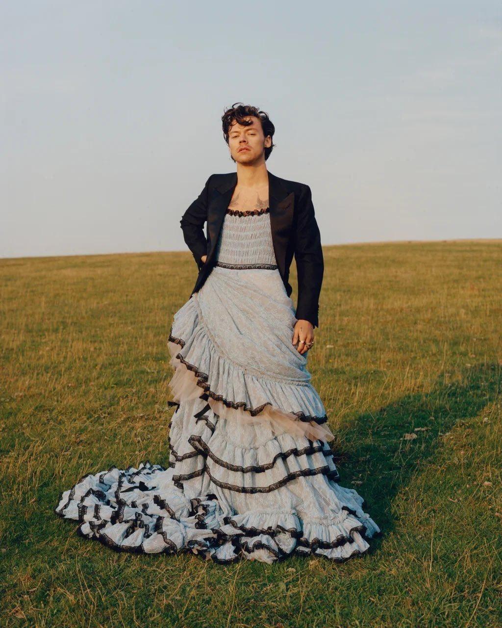 Harry Styles revoluciona en la nueva portada de Vogue