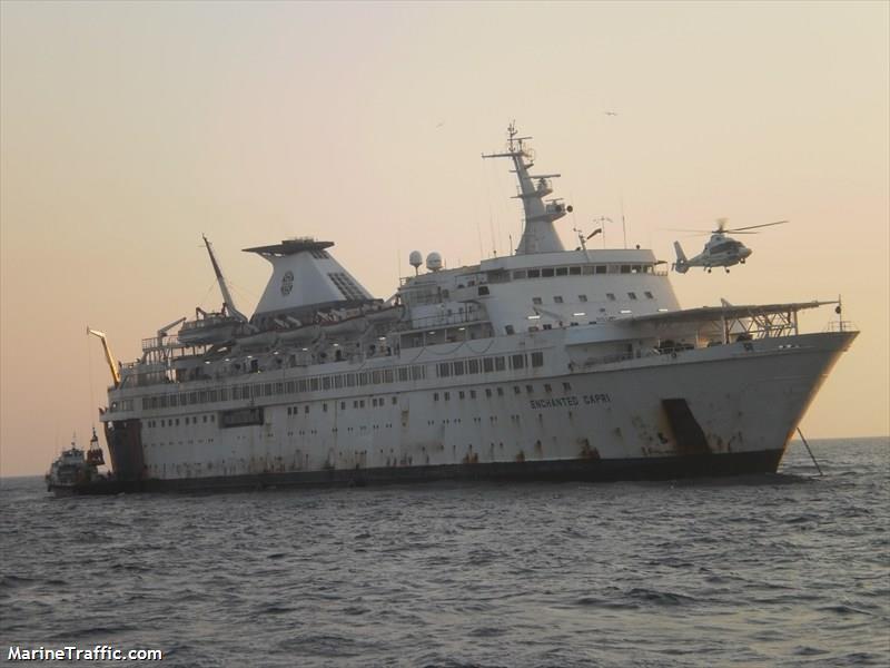 Encalló buque Enchanted Capri en playa de Alvarado
