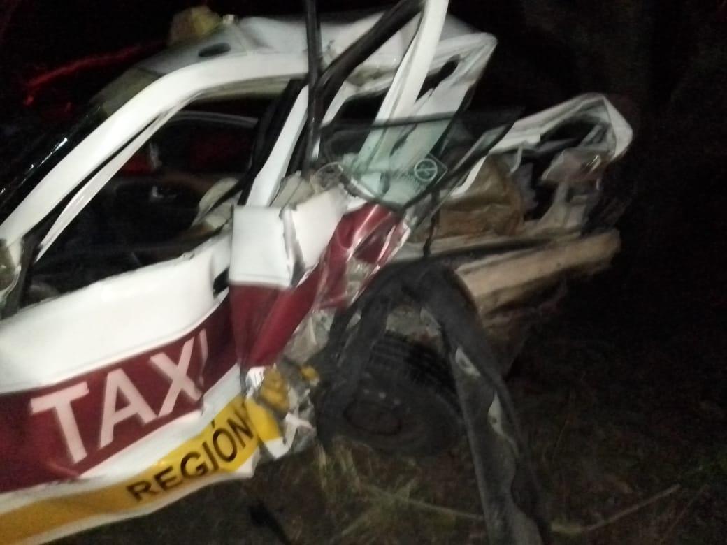 Fatídico choque entre taxi y auto particular en Paso del Cedro