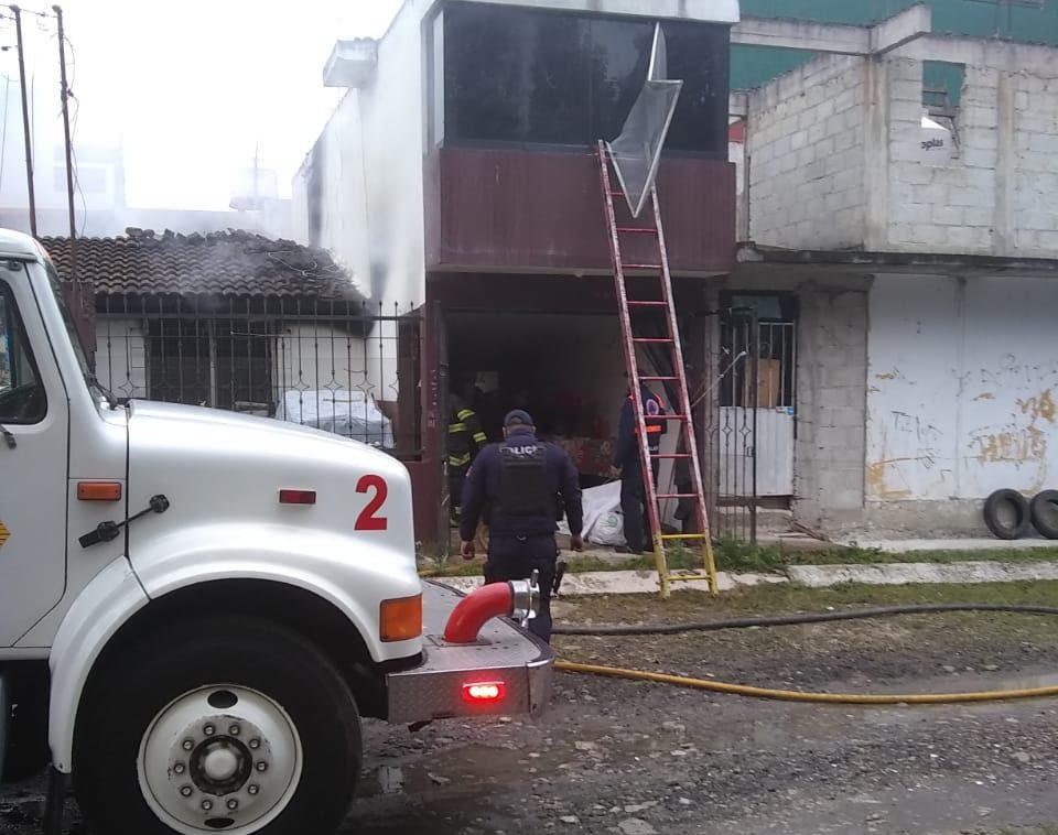 Incendio en vivienda de fraccionamiento en Xalapa