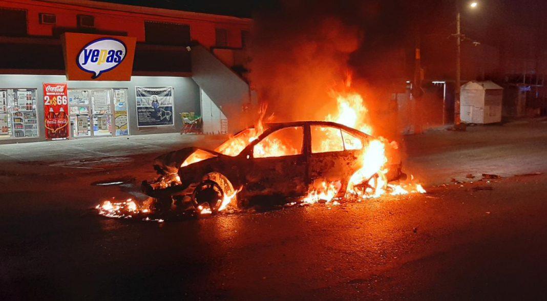 Se incendia automóvil luego de accidente de tránsito