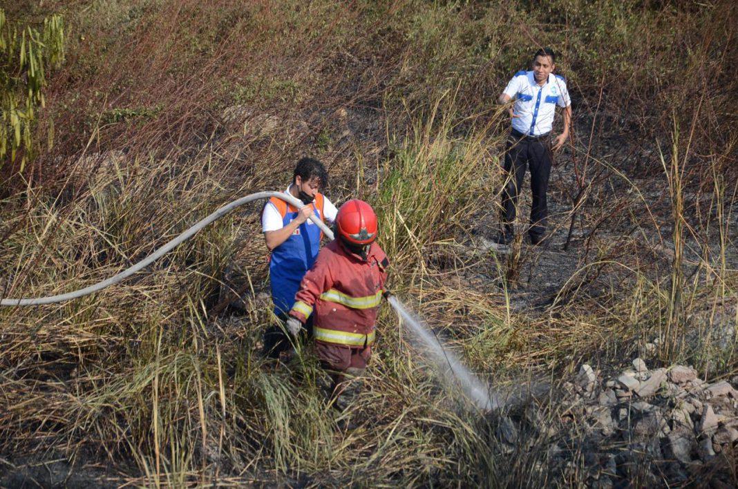 Quema de basura provoca incendio de pastizal en J.B. Lobos