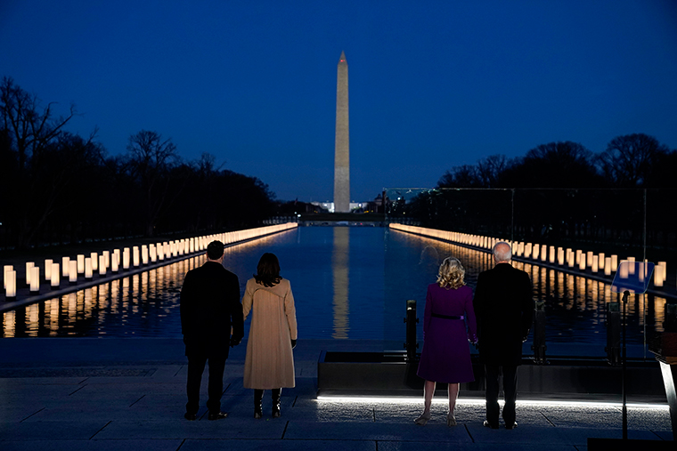 Joe Biden y Kamala Harris realizan homenaje a las víctimas por Covid-19