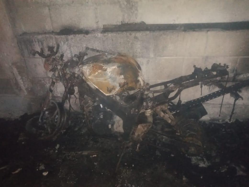 Se salva familia tras el incendio de su vivienda