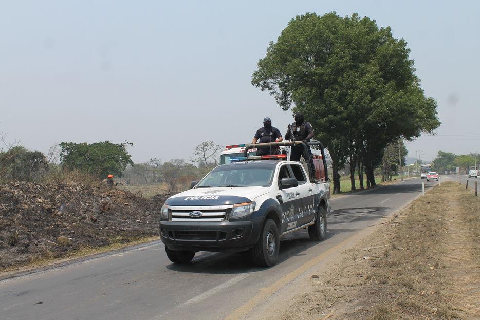 Delincuentes amagaron a velador para robar maquinaria pesada