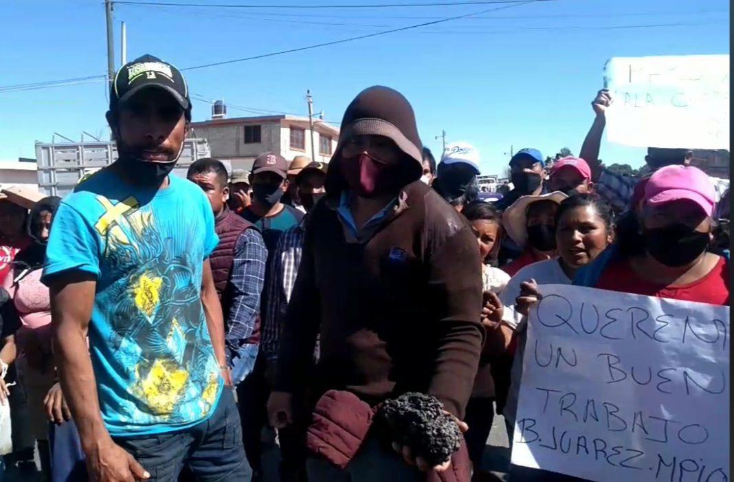 """Si no viene la alcaldesa """"vamos a quemar el palacio"""", dicen manifestantes"""