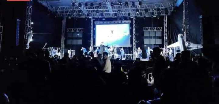 Baile público en Catemaco crea controversia
