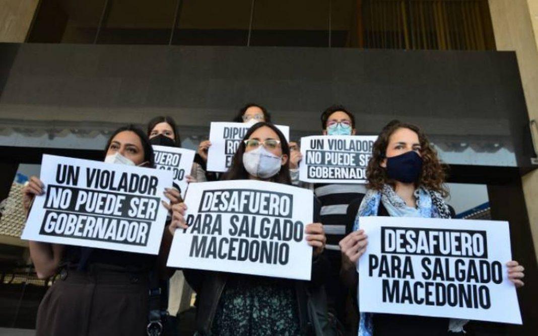 Miembros de Morena a favor de las mujeres que acusan a Salgado Macedonio