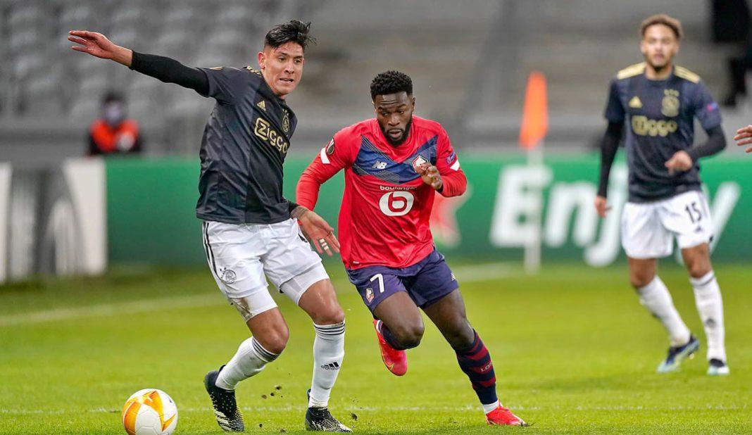 Edson Álvarez titular en victoria del Ajax