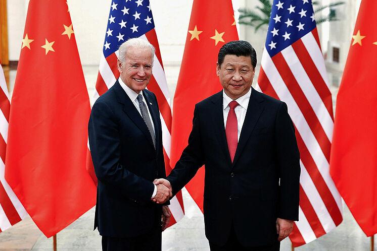 Joe Biden habla con el presidente de China, Xi Jinping
