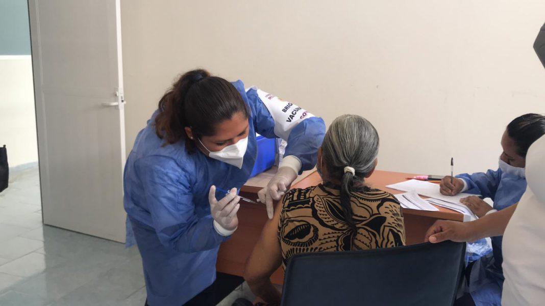 Se han vacunado a adultos mayores en 90 municipios