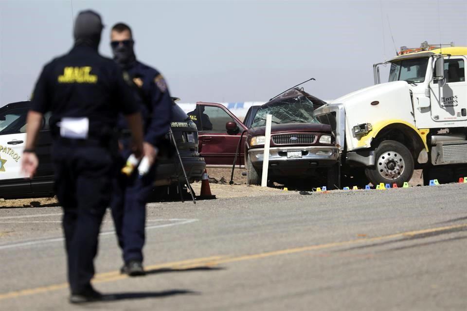 Mueren 10 mexicanos en accidente carretero en California