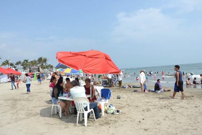 Enfermeros prevén aumento de covid por aglomeraciones en playas