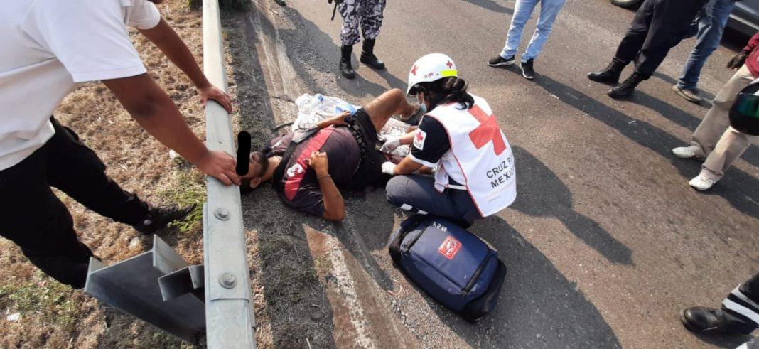 Motociclista sufre graves lesiones tras accidente en Nuevo Veracruz