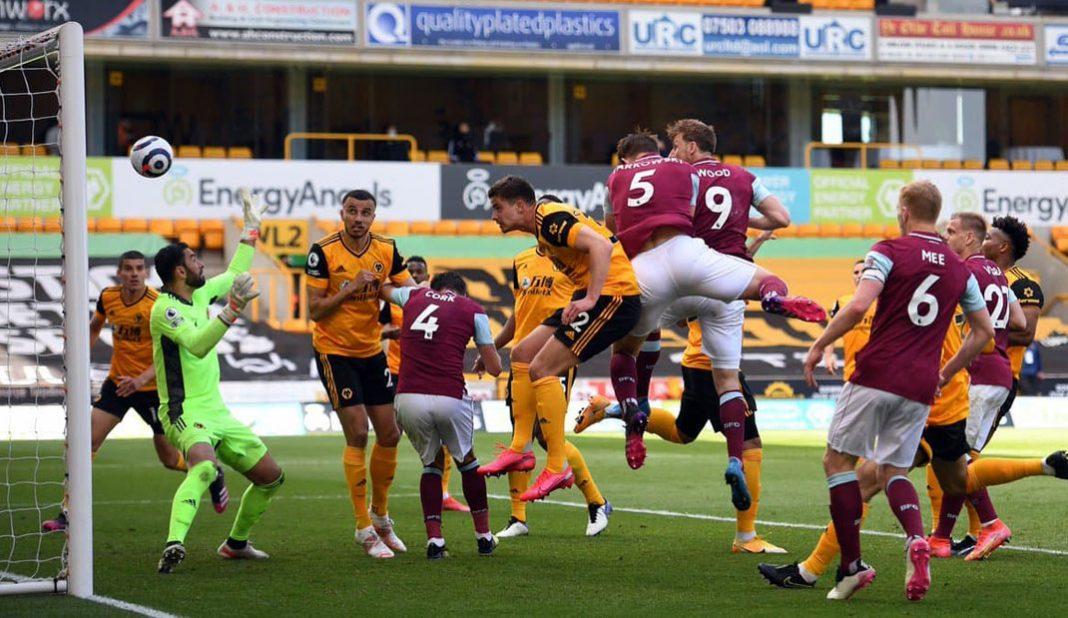 Burnley golea al Wolverhampton en su propia casa