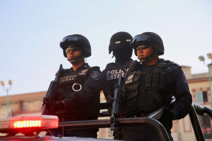 Detienen en Veracruz puerto a tres sujetos con armas y droga