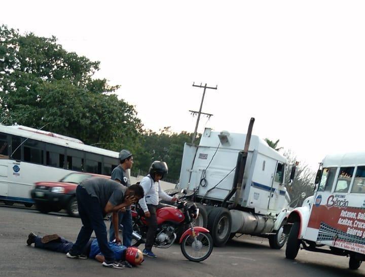 Conductor de tráiler arrolla a un motociclista en la Veracruz-Xalapa