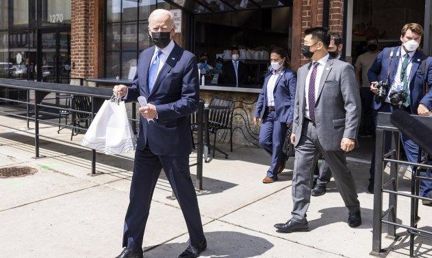 ¡Joe Biden celebra el Cinco de Mayo con tacos y enchiladas!