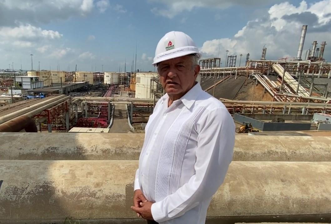 AMLO visita refinería de Minatitlán; anuncia modernización